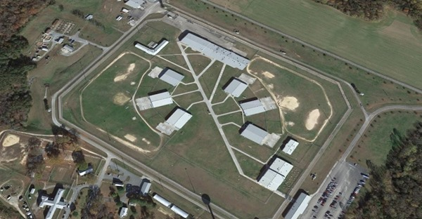 1 Inmate Dead, 7 Others Treated After Suspected Overdoses at Virginia Prison